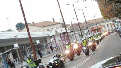 Photo of ALÈS Les motards en gilets jaunes défilent en ville