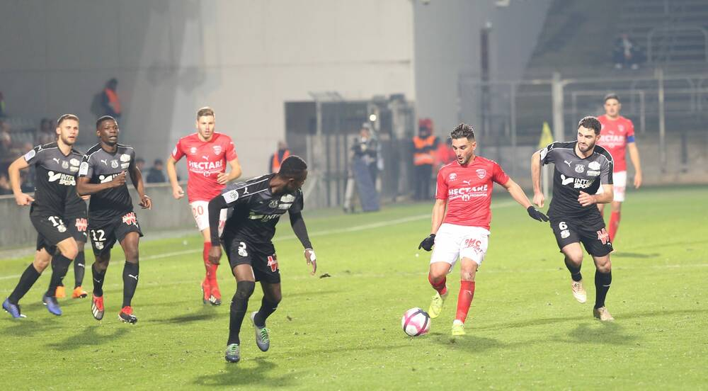 16 EME JOURNÉE DE LIGUE 1 CONFORAMA : STADE MAHERBE DE CAEN / NÎMES OLYMPIQUE   N%C3%AEmes-Olympique-SC-Amiens-Photo-Anthony-Maurin-12-e1543952217188
